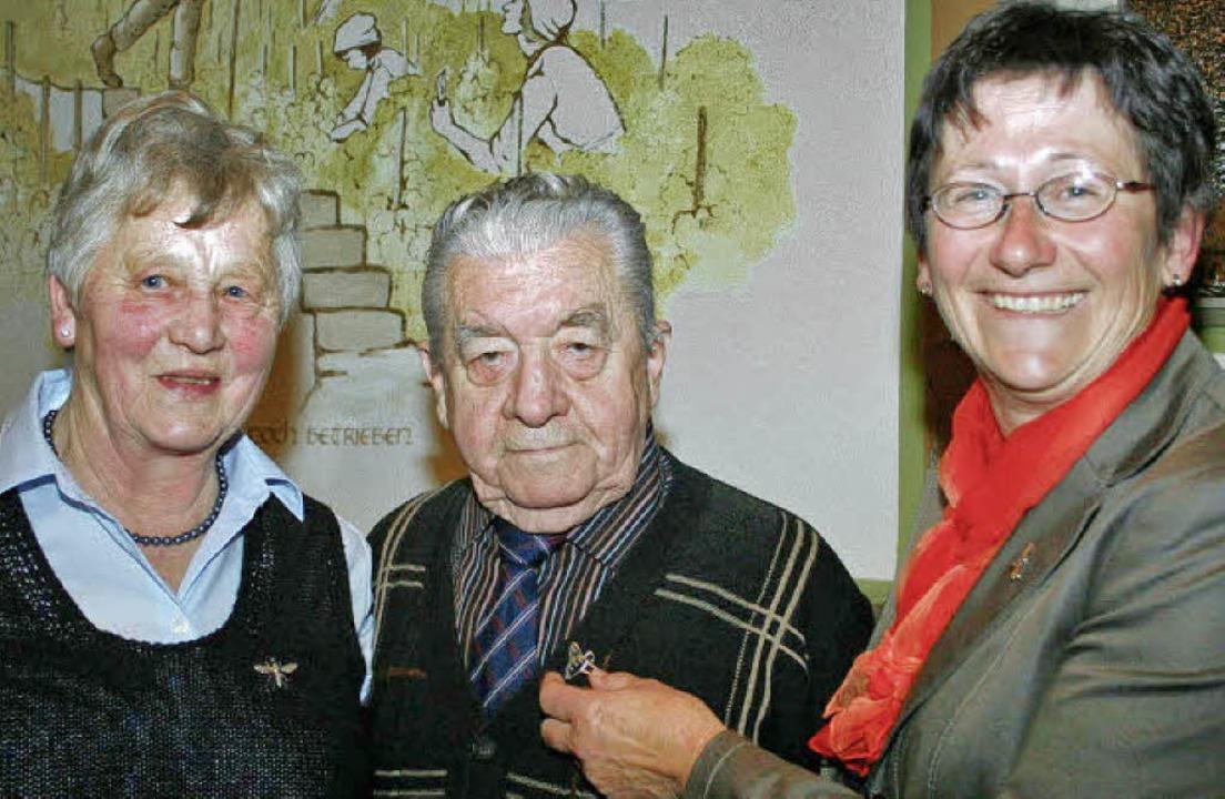 Christa Jakob und Artur Köbele wurden ...nneliese Bader (rechts) ausgezeichnet.    Foto: elisabeth jakob-kölblin