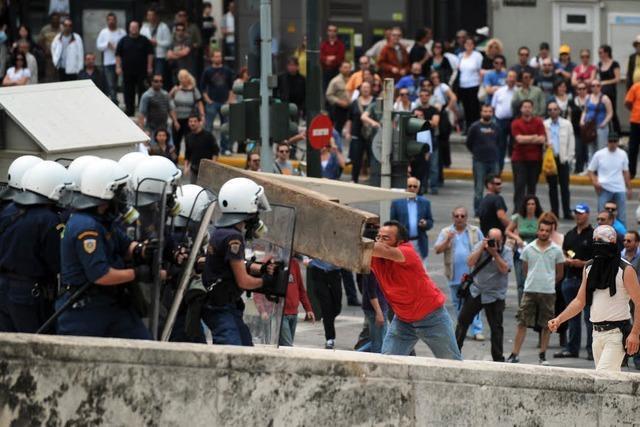 Proteste gegen Sparprogramm – Tote in Athen