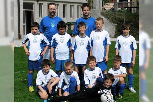 Junge Fußballer ganz groß