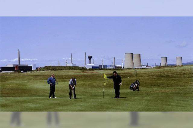 Schöner Golfen hinterm AKW