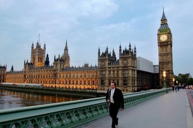 Großbritannien: Tories gewinnen ohne absolute Mehrheit