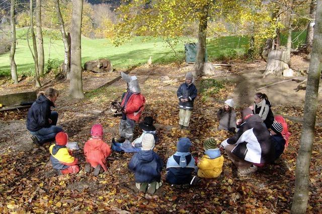 Waldkinder laden zum Besuch am Gummenwald ein