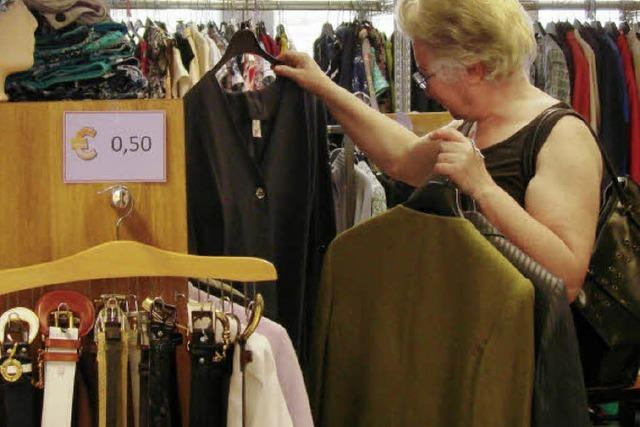 DRK-Kleiderladen: Schnäppchen jagen macht Spaß