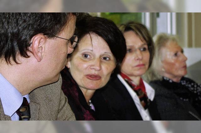 Ganzer Koffer voller Wünsche an Kultusministerin Schick