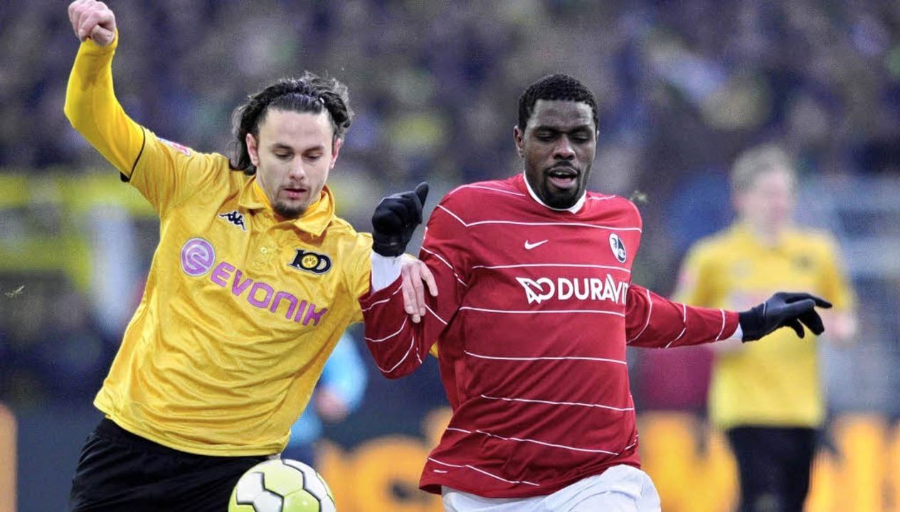 Treffen sich im Badenova-Stadion wiede...oppeltorschütze von Köln, Mo Idrissou   | Foto: ddp