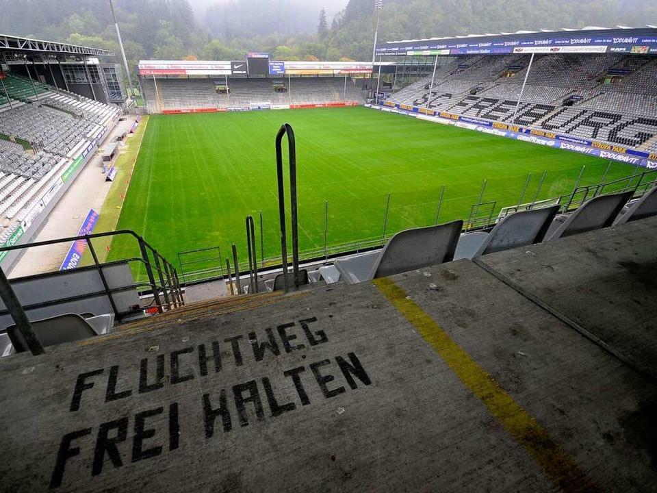 Mit knapp 24000 Zuschauern ist das Badenova-Stadion kaum noch konkurrenzfähi    Foto: Ingo Schneider