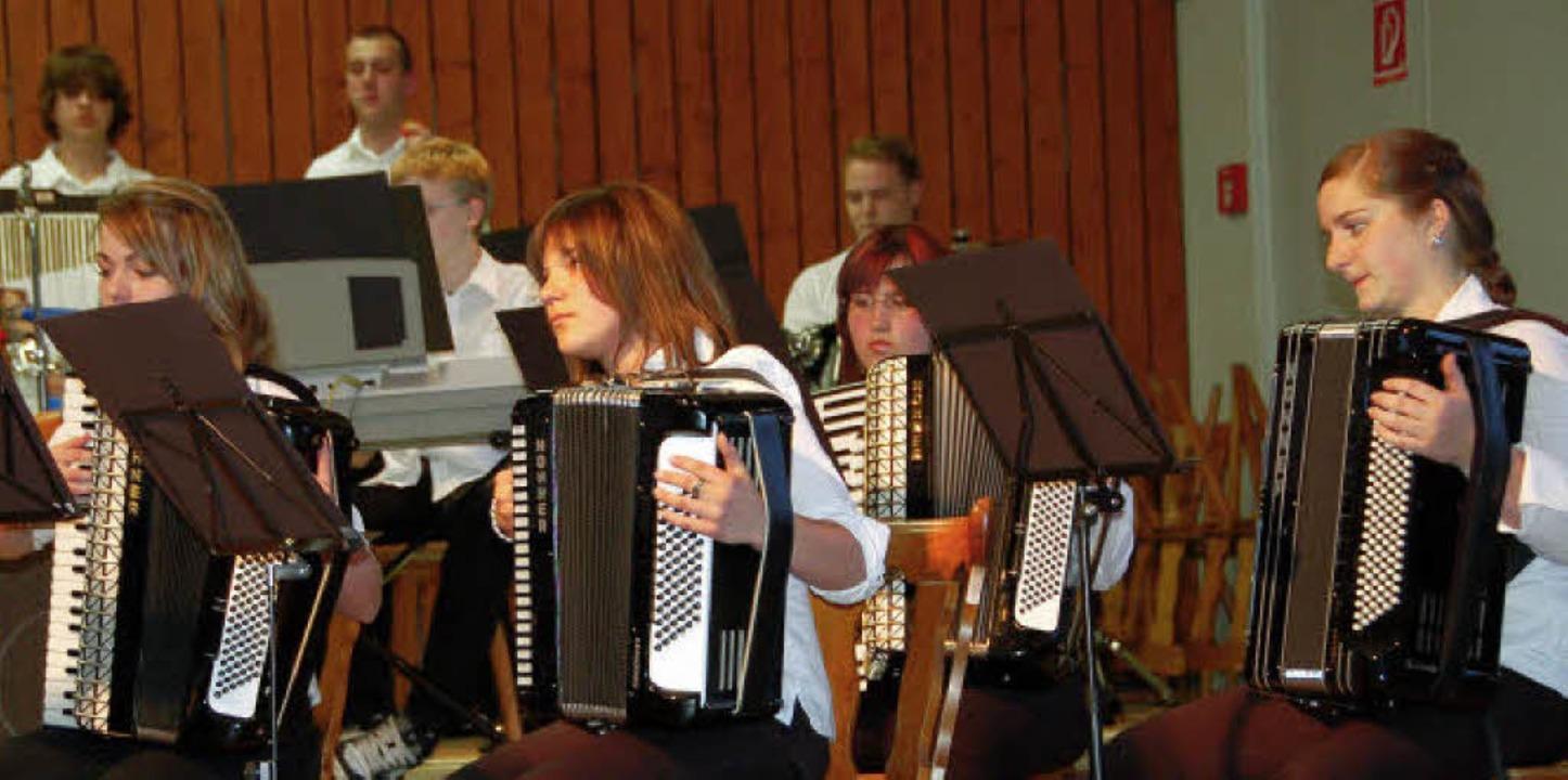 Volle Konzentration zeigte das Jugendorchester des Akkordeonclubs Reute.   | Foto: Pia Grättinger