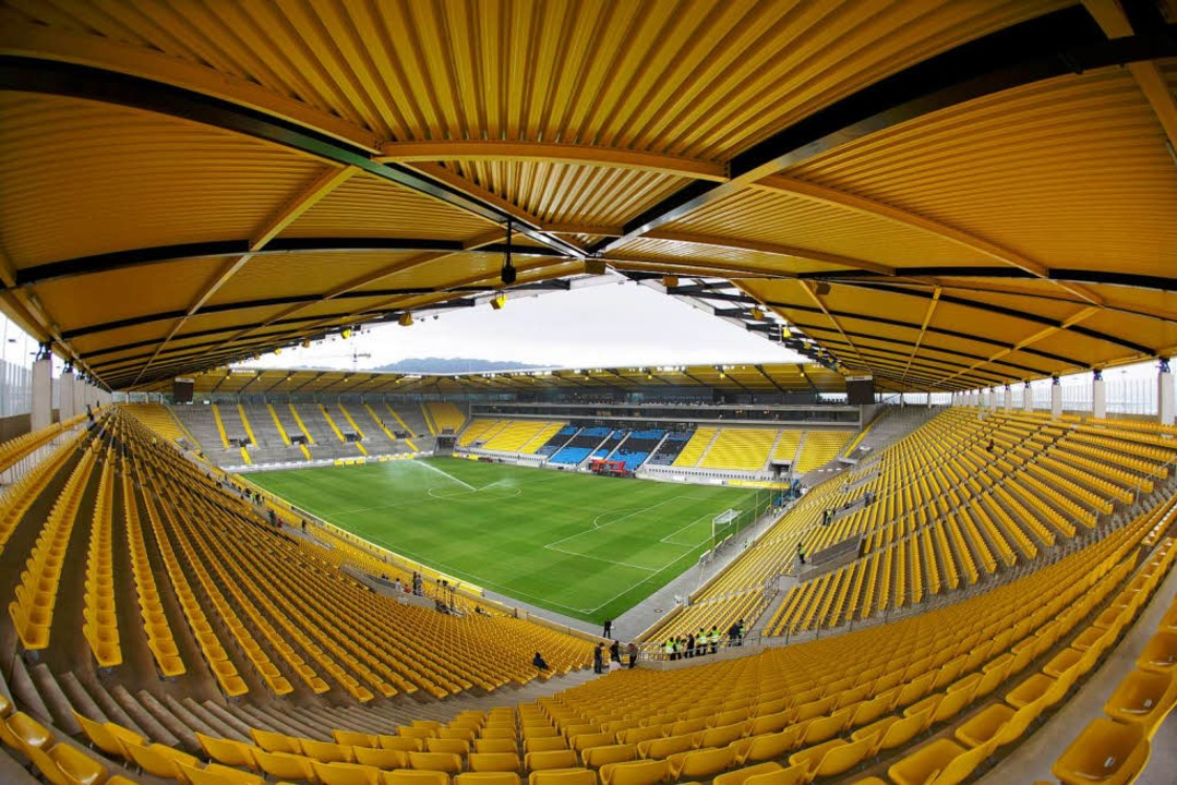 Neuer Tivoli: Die Alemannia-Anhänger h...ich den Namen ihres Stadions gesichert  | Foto: dpa