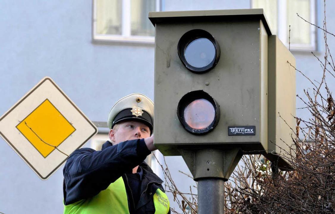 Radarfallen sorgen für mehr Disziplin ...htige Einnahmequelle für die Kommunen.  | Foto: Ingo Schneider