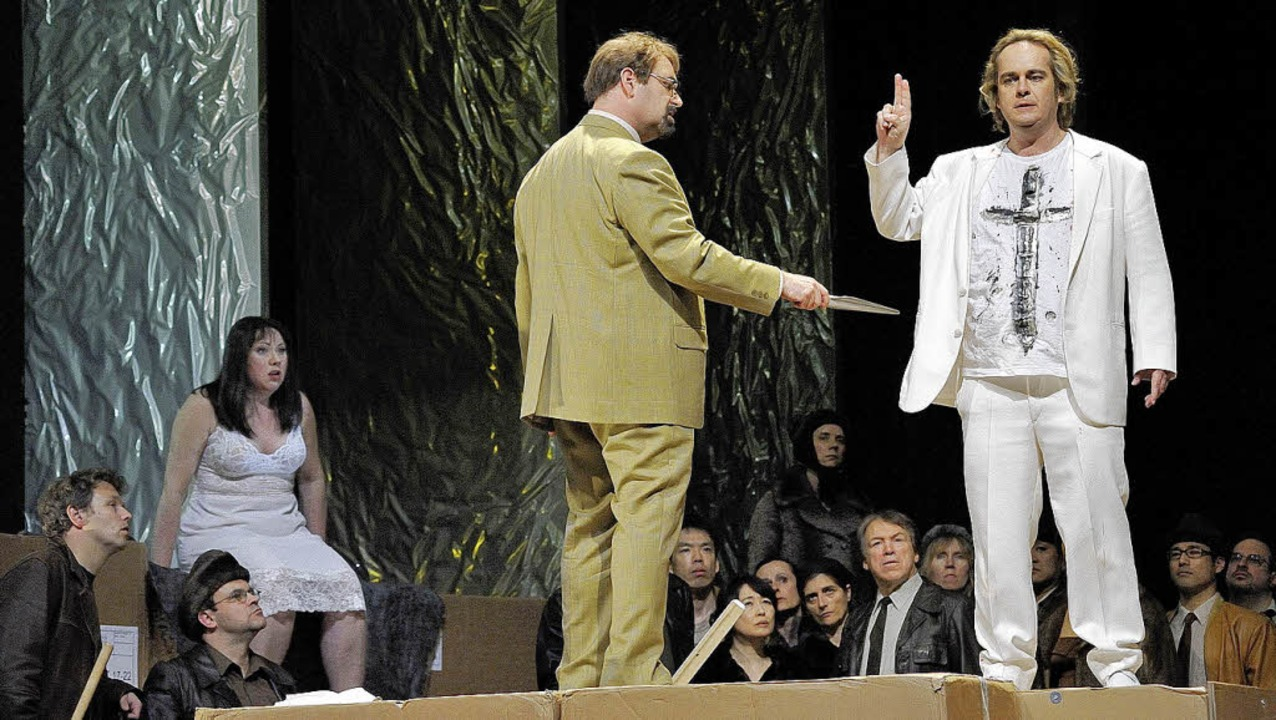 Siegfried (Christian Voigt) schwört de...ne Hogrefe) ist entsetzt (Probenbild).  | Foto: korbel
