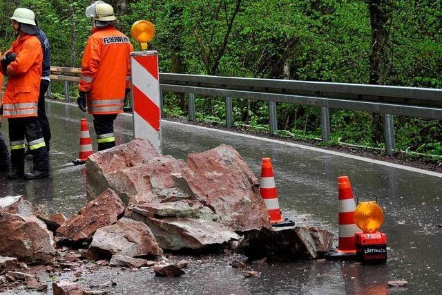 Steinschlag behindert kurz den Verkehr