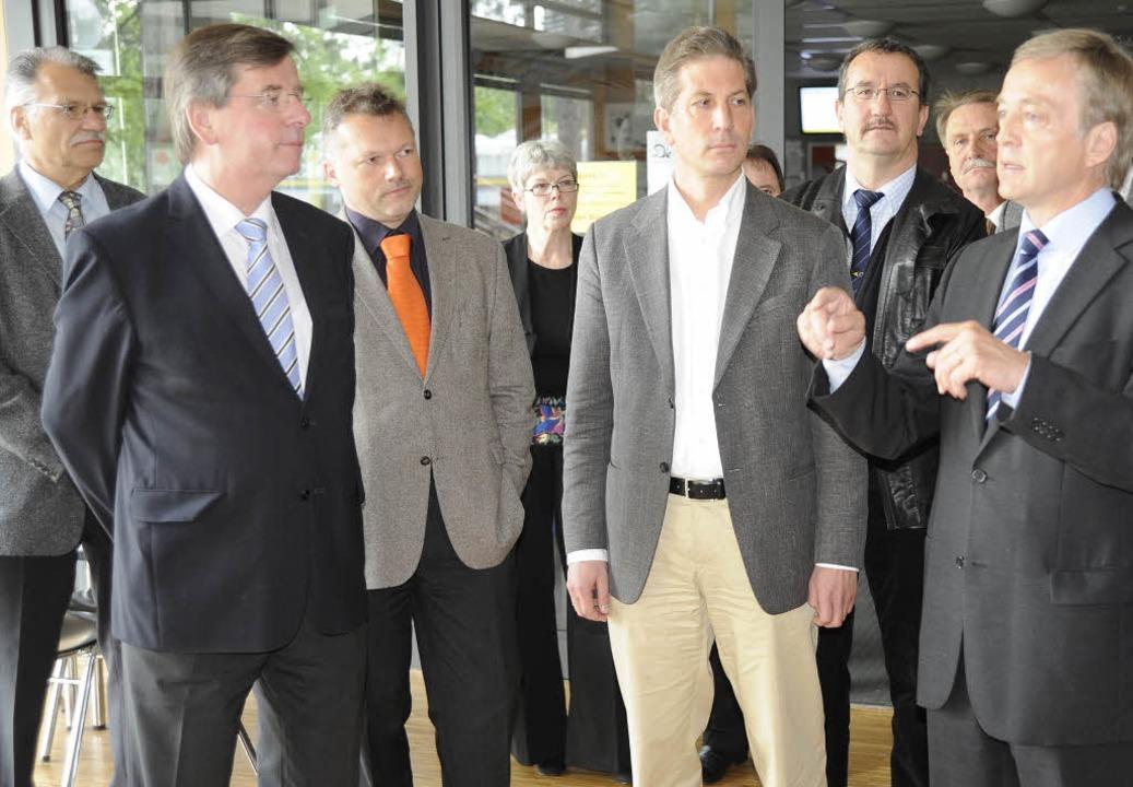 Bürgermeister Reinhard Bentler (rechts... Zuschüssen des Landes realisiert wird  | Foto: Markus Zimmermann