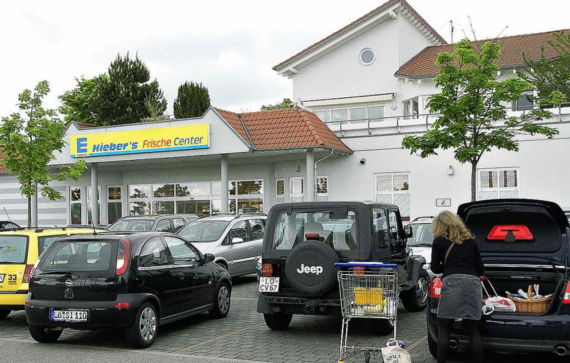 Der Region größter  Dorfladen baut im Innern um.   | Foto: Markus Maier