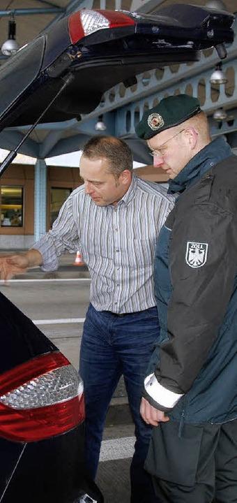 Die Beamten am Autobahnzoll haben  auch 2009 wieder ganz genau hingeschaut.     Foto: Frey
