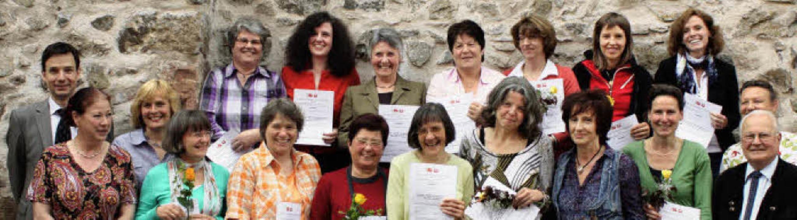 Die Teilnehmerinnen des  Qualifizierun...om Caritasverband (zweite von rechts)   | Foto: barbara schmidt