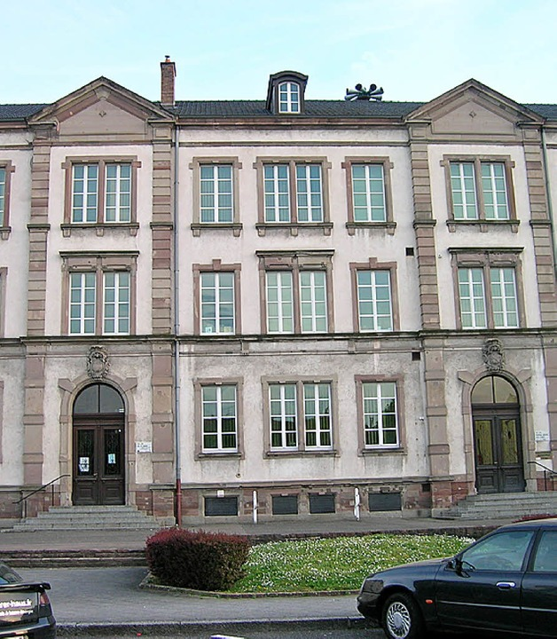 Das alt-ehrwürdige Schulhaus am Abbatucci-Platz.   | Foto: Bartl