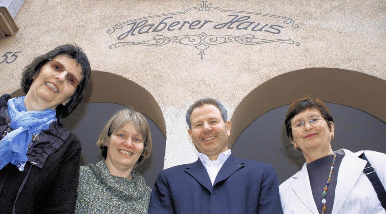 Stolz auf das erfolgreiche Haberer-Hau...rstand des Caritasverbands Hochrhein    | Foto: rosa