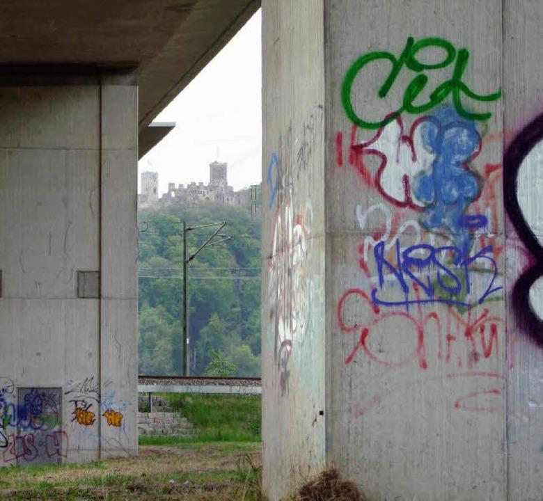 Nach den Vorschlägen des JuPa sollen d... Fläche für erlaubte Graffiti dienen.     Foto: Martina David-Wenk