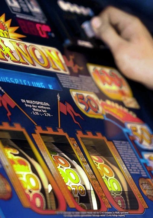 Zunehmende Glücksspielsucht stellt für...stelle eine neue Herausforderung dar.   | Foto: dpa