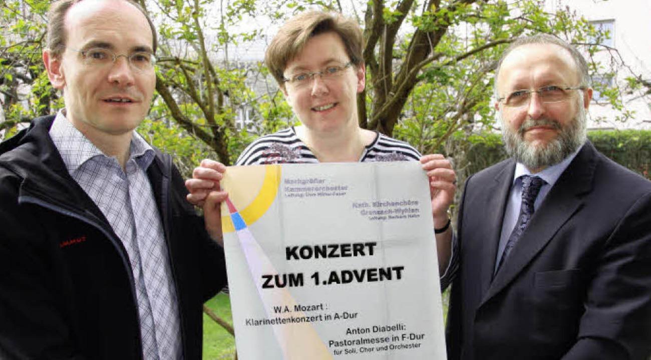 Fürs Advents-Konzert, Uwe Schrempp (vo...ren das Plakat, werden Sänger gesucht.  | Foto: Weber-Kroker