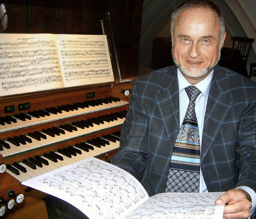 Ganz in seinem Element: Organist Micha...eute Abend an der großen Klais-Orgel.     Foto: roswitha frey