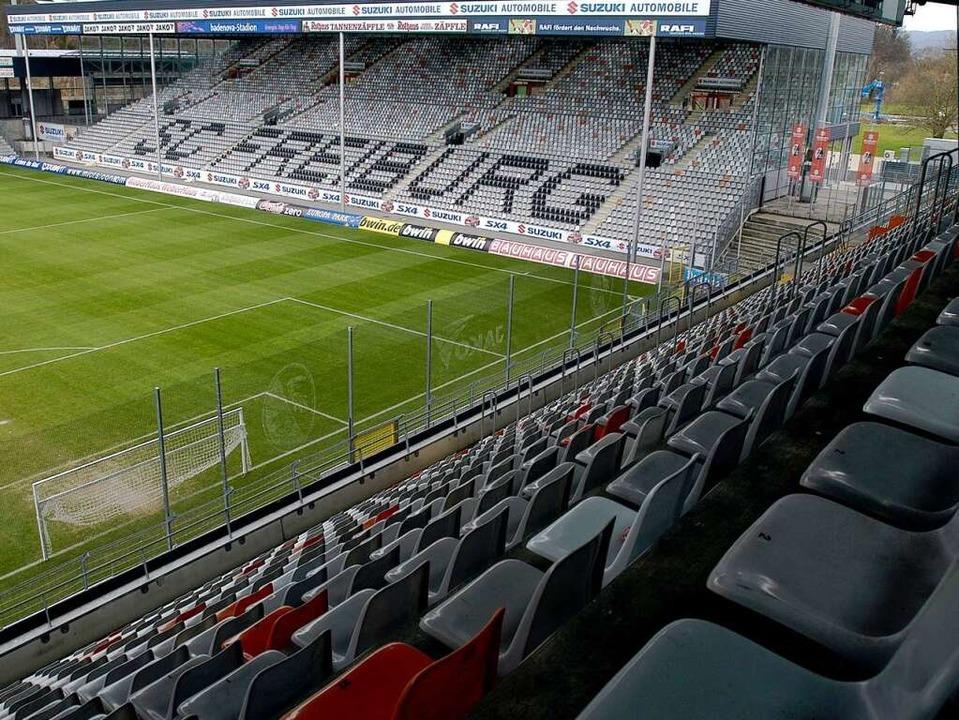 Hat das Badenovastadion ausgedient? Diese Frage spaltet derzeit Freiburg.  | Foto: Ingo Schneider
