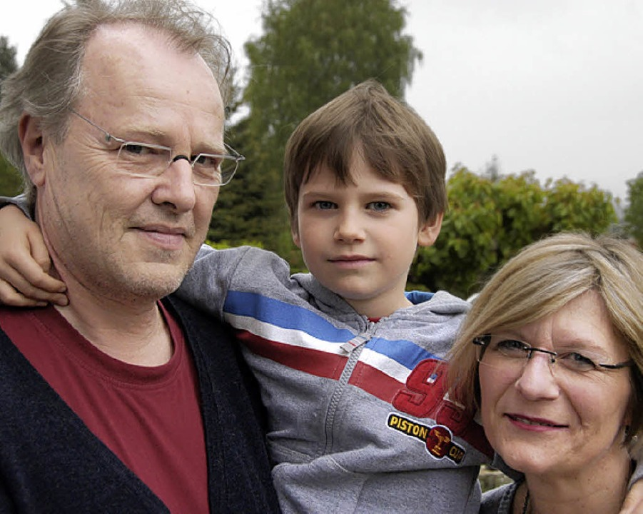Die Kostar-Brand-Geschädigte Familie M...nks; Georg, Fabian und Sigrun Mutter).    Foto: Krug
