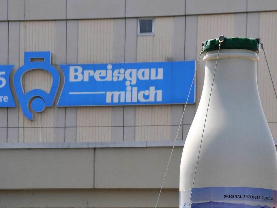 Die Molkerei  Breisgaumilch aus Freibu...den Auszahlungspreisen für die Bauern.  | Foto: Ingo Schneider