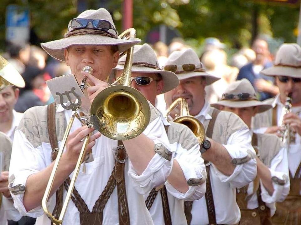 Brauchtumspflege mit Musik: beim Kreistrachtenfest in Breisach.  | Foto: Agnes Pohrt