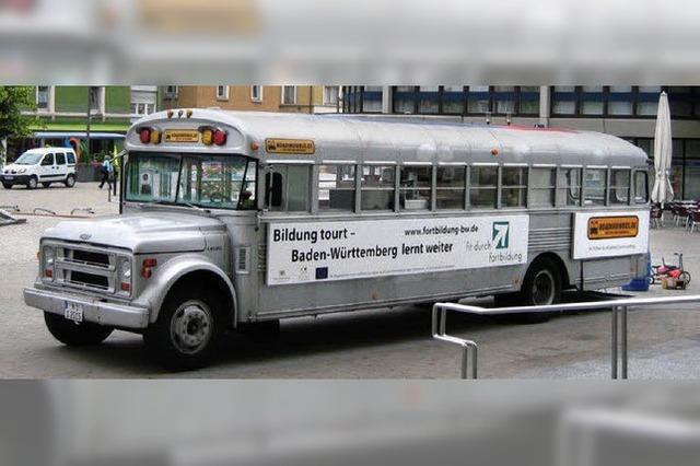 Alter Bus auf Tour für die Fortbildung