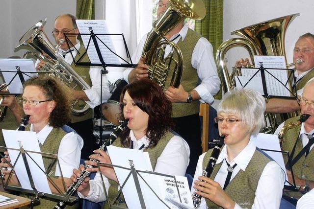 Wehr und Musikverein boten Kurzweil in Binzgen