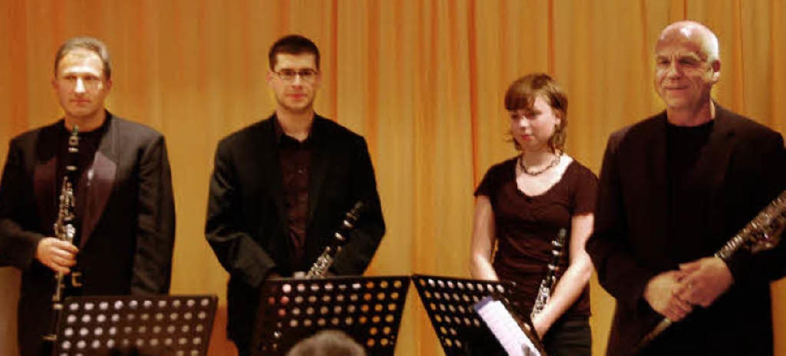 Das Klarinettenquartett der Jugendmusi... Schulleiter Klaus Siebold (von links)  | Foto: Hrvoje Miloslavic