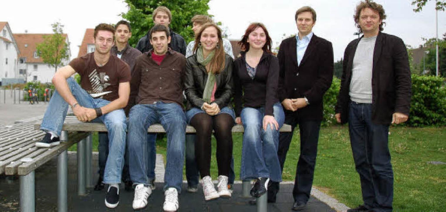 Diese Schüler des Kreisgymnasiums habe... der Lehrer Tilo Vieser (von links).      Foto: Andrea Drescher