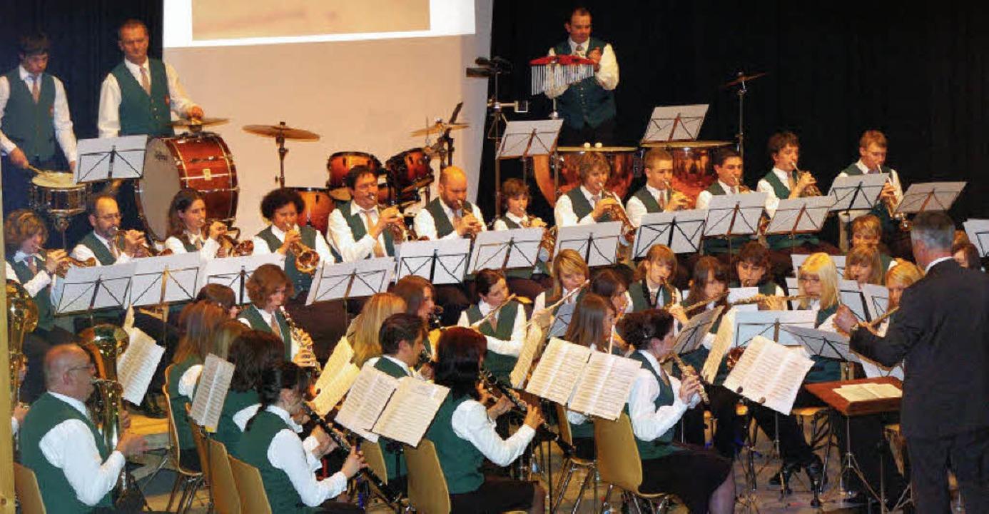 Der Wyhler Musikverein begeisterte das Publikum mit seinem Jubiläumskonzert.     Foto: Jürgen Schweizer