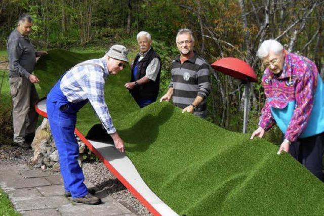 Rentner richten Minigolfplatz