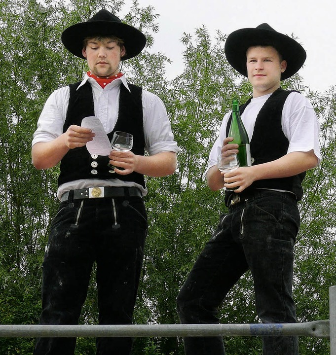 Max Studer (links) und Amadeus Oestreich-Subat  tragen den Richtspruch vor.  | Foto: Adelbert mutz