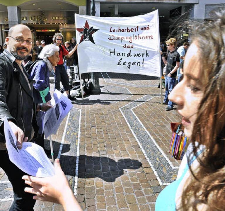 Demo am Bertoldsbrunnen gegen Leiharbeit.   | Foto: Michael Bamberger