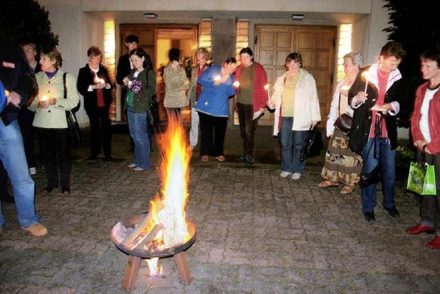 Pfingstfeuer mit Brezeln