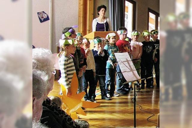 Jung und Alt bei Gesang und Spiel