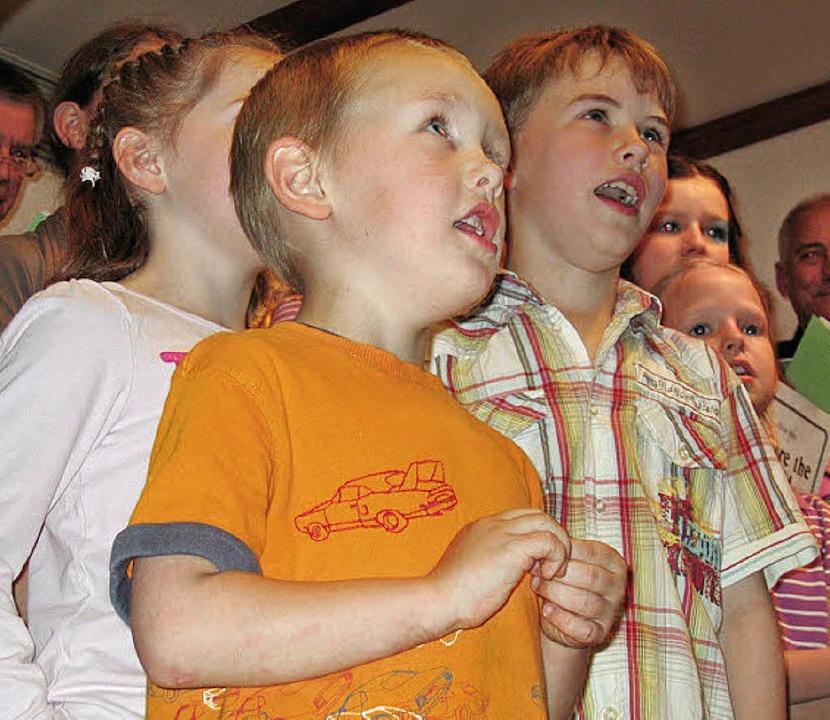 Der Kinderprojektchor sang sich in die Herzen …     Foto: Grziwa