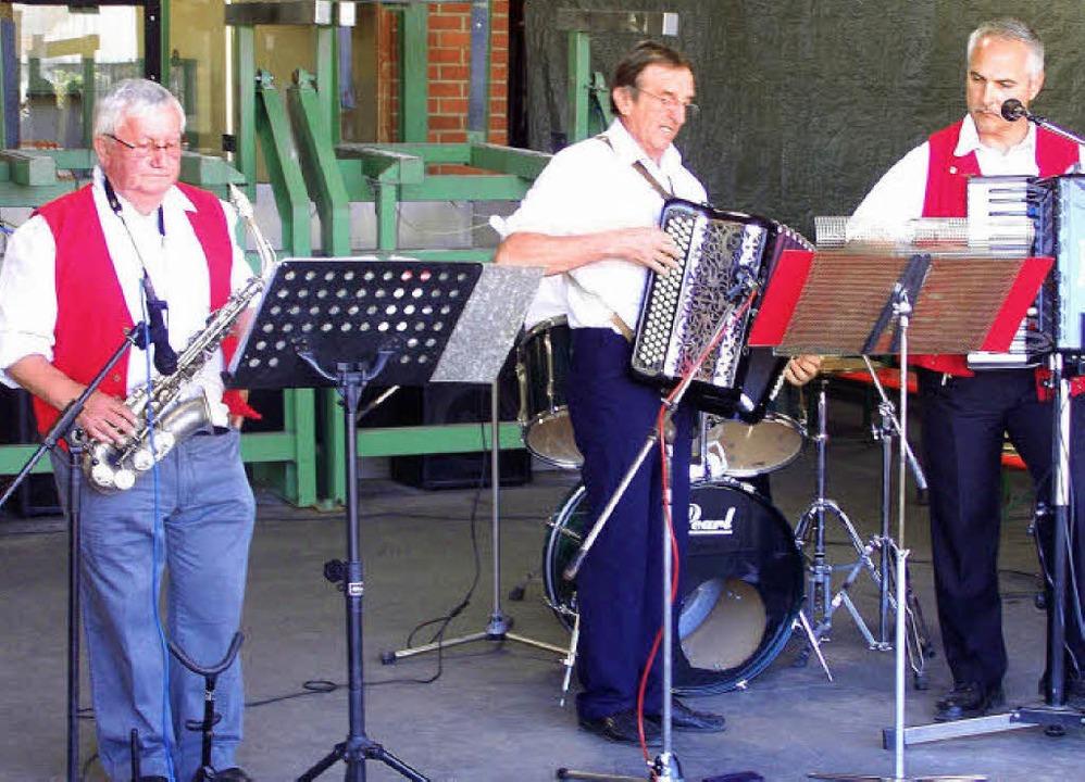 Musiker aus dem Elsass  sorgten beim Pfingsthock in Burkheim für gute Stimmung.    Foto: benjamin bohn