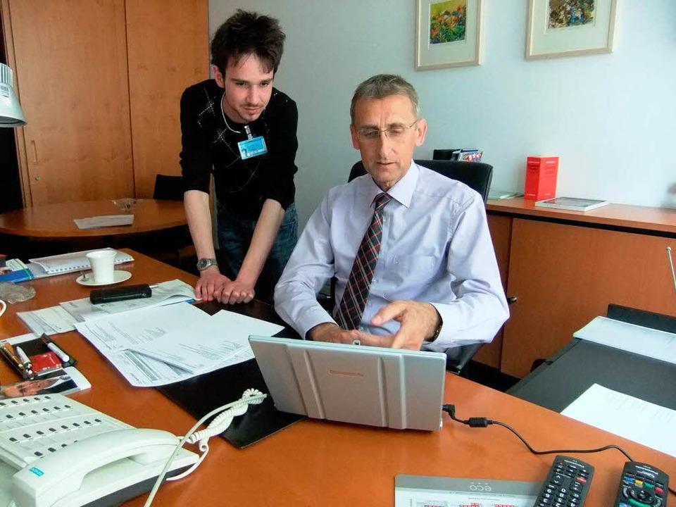 Praktikant Marco Zimmehl mit dem Bunde...r in dessen Berliner Abgeordnetenbüro.    Foto: privat