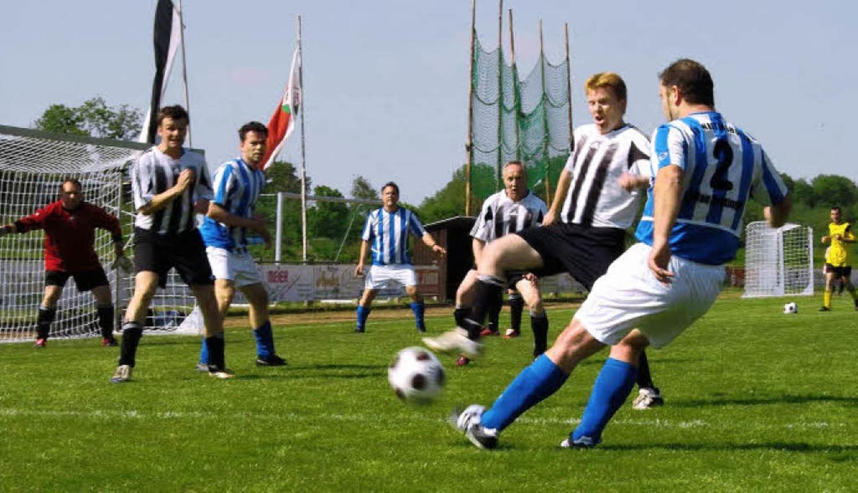 Auch die Alten Herren ermittelten in e...nnenden Turnier die beste Mannschaft.   | Foto: Mario Schöneberg
