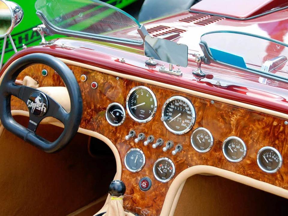 Spartanisch und edel zugleich: Blick ins Cockpit eines Lotus Super Seven.  | Foto: Roland Vitt