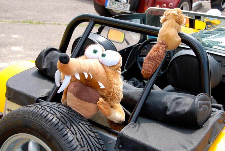 Beifahrer mit Biss: Schnappi grüßt aus dem Lotus.  | Foto: Roland Vitt