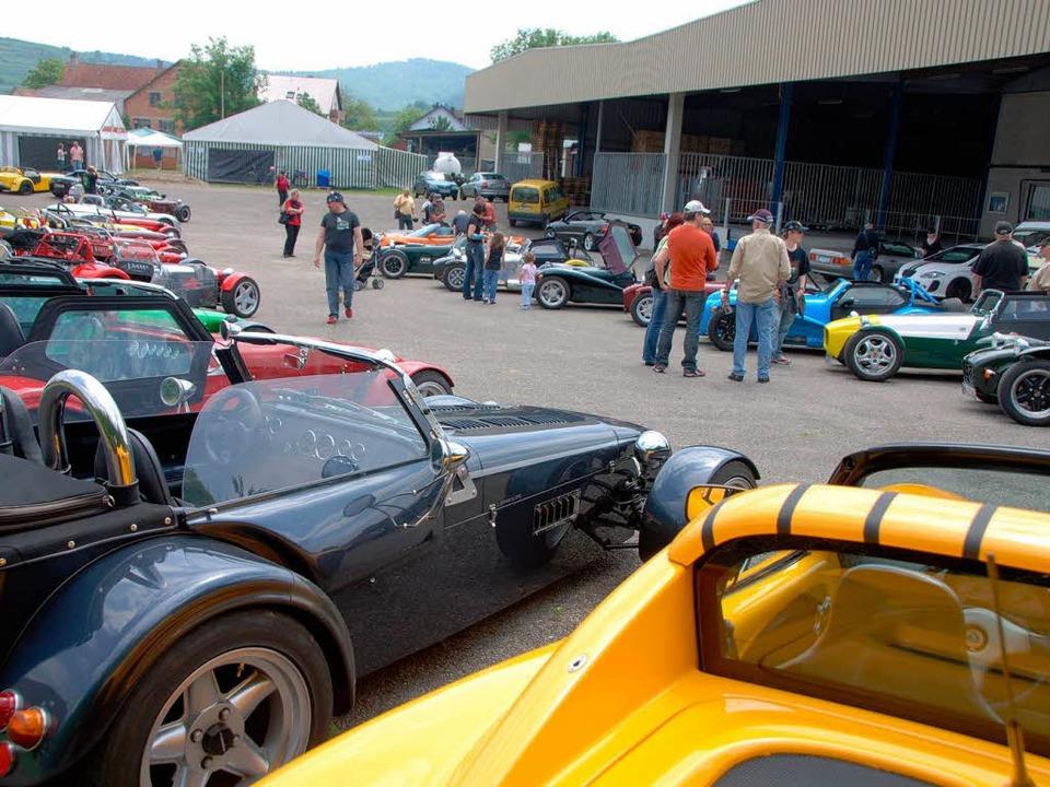 Faszination Automobiltechnik beim Lotus-Treffen in Königschaffhausen.  | Foto: Roland Vitt