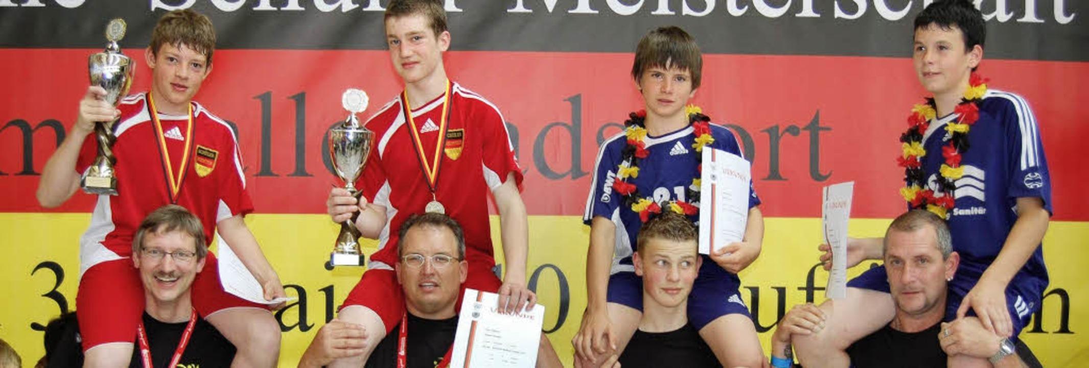 Glückliche Radballer des RSV Öflingen ...eber, Luca Klausmann und Gert Eckert.   | Foto: Privat