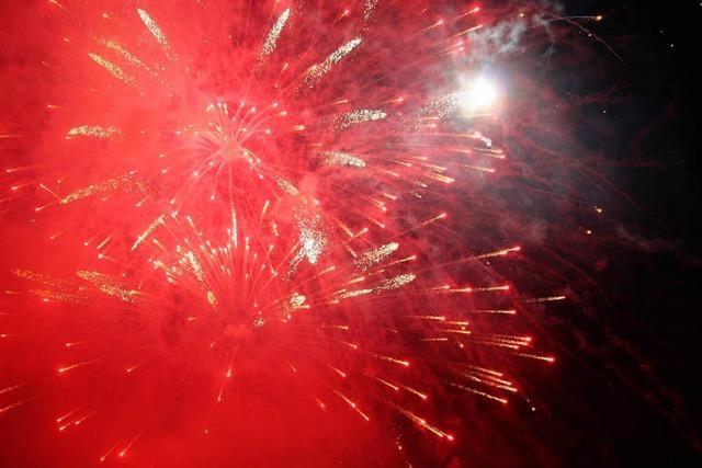 Pyro-Spektakel lockt 1500 Besucher ins Skistadion