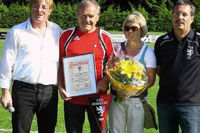 Goldene Ehrennadel für Trainer Wolfgang Boll