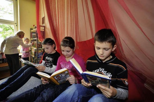 Bibliothek mit Kuschelfaktor in der Lortzingschule